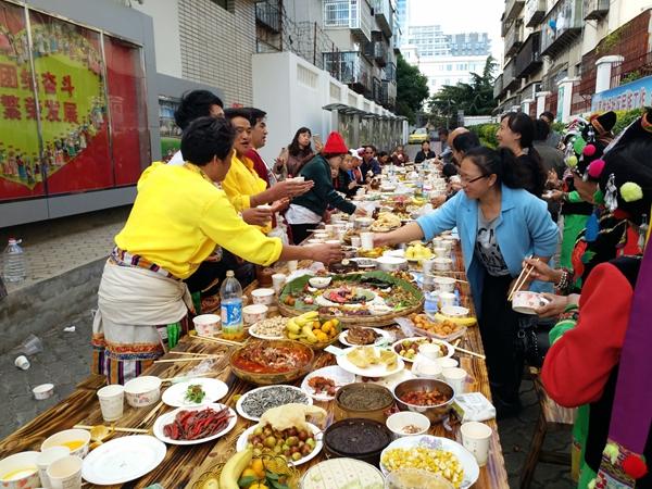 """万花社区开展""""和谐民族情 邻里美食宴""""活动"""