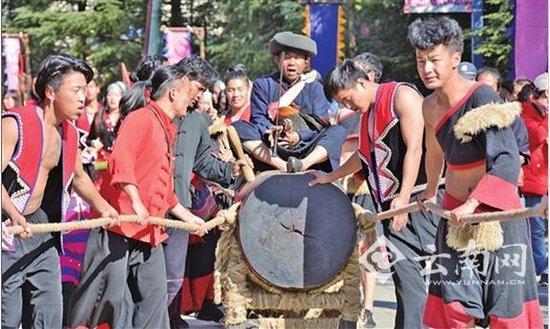 元旦去云南民族村看佤族祭木鼓