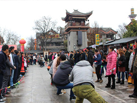 楚雄彝人古镇社区举办第十二届商家暨企业运动会
