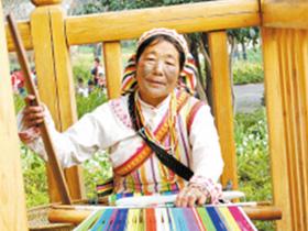 董寸莲:在云南民族村守护民族文化