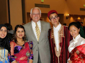 留美藏族姑娘要把民族服饰推向世界