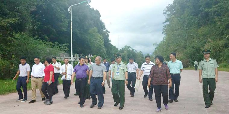 国家民委副主任石玉钢一行到江城县调研民族团结进步示范县建设工作