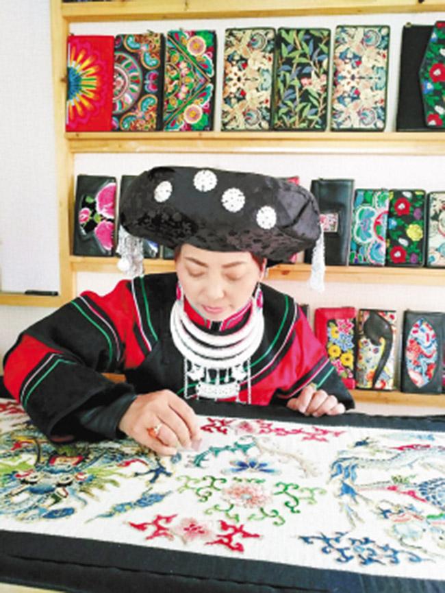 彝族姐妹花致力打造云南民族原创品牌