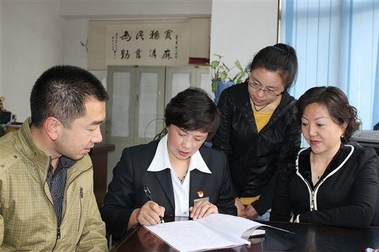 """苏琼芬:做好社区居民的""""心上人"""""""