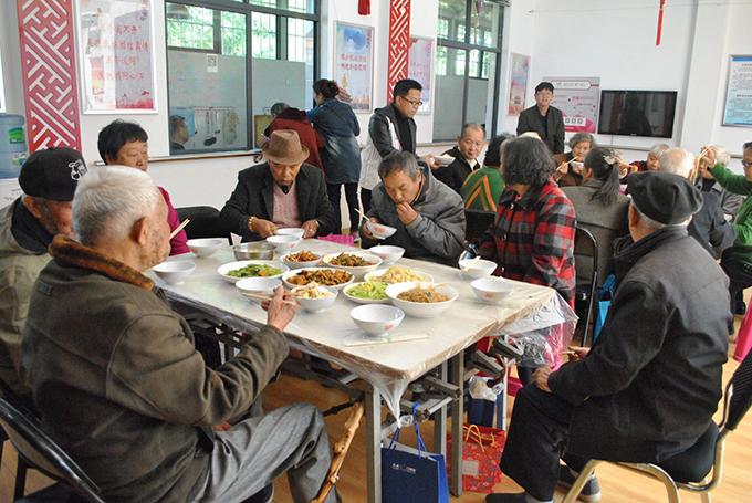 """昆明市金星社区举办""""孝老爱亲""""暨少数民族文化展演"""