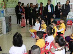 省州民族团结教育考察团参观景洪市民族幼儿园