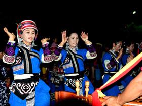 2019中国石林火把狂欢节吸引众多游客