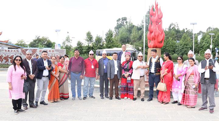 昆明市洛龙社区迎来尼泊尔客人