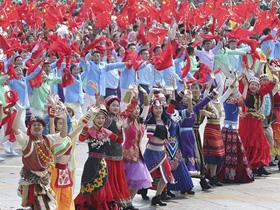 """参加群众游行,见证国庆阅兵!云南16位少数民族姑娘的""""民族团结""""新体悟"""