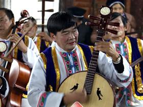大理鹤庆:民间艺术团奏响民族团结乐章