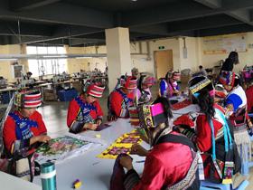 云南美伊:传承民族手工艺 带动美丽经济
