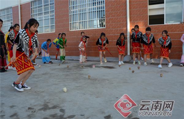 陇川县民族小学:办特色兴趣班 引一颗红心向党