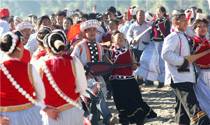 怒江州通过创建全国民族团结进步示范州省级初验