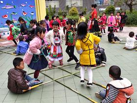 """文山成长幼儿园上好""""五堂课""""打造""""民族团结教育从娃娃抓起""""样板"""