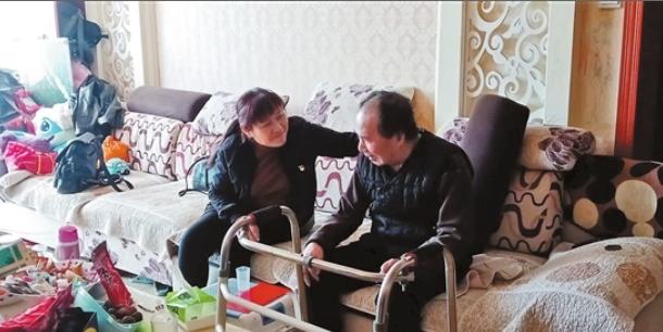 """李亚玲: 社区居民的""""连心书记"""""""