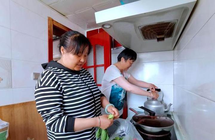 """青藏高原中心城市:""""不同民族 不分你我"""""""